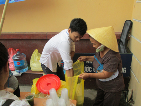 Hà Nội: Cơm chay miễn phí ấm lòng sĩ tử 5