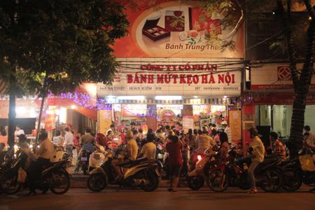 Cận rằm, người Hà Nội đổ xô đi mua bánh trung thu 8