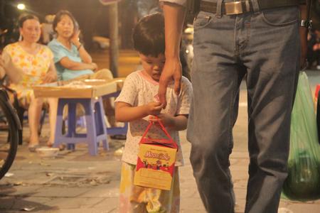 Cận rằm, người Hà Nội đổ xô đi mua bánh trung thu 4