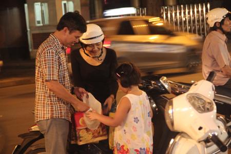 Cận rằm, người Hà Nội đổ xô đi mua bánh trung thu 5