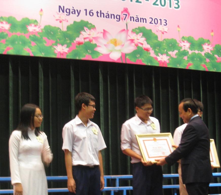 Tuyên dương, khen thưởng 4.290 học sinh giỏi 1