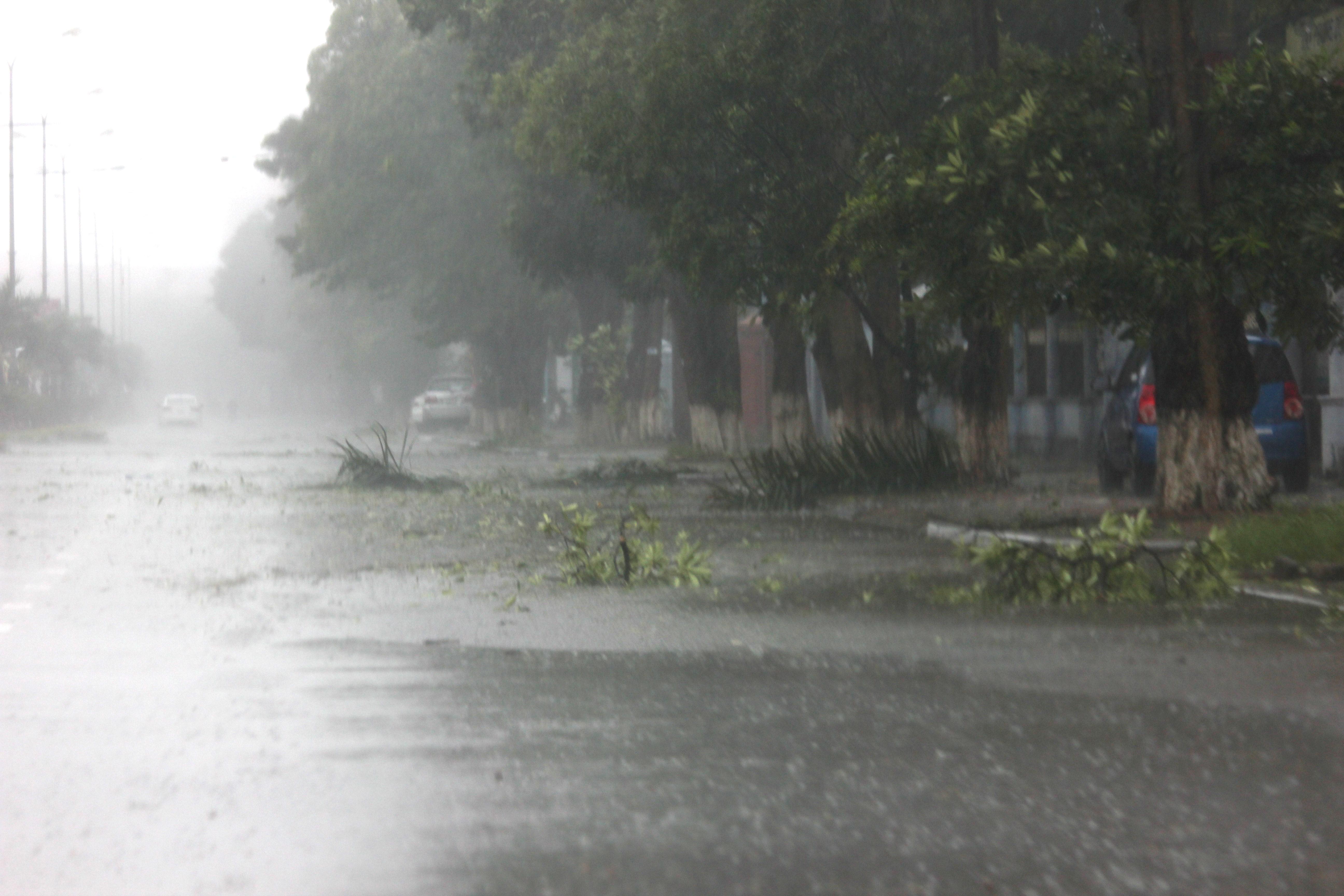 """Quảng Bình đang vật lộn giữa """"siêu bão"""" 3"""