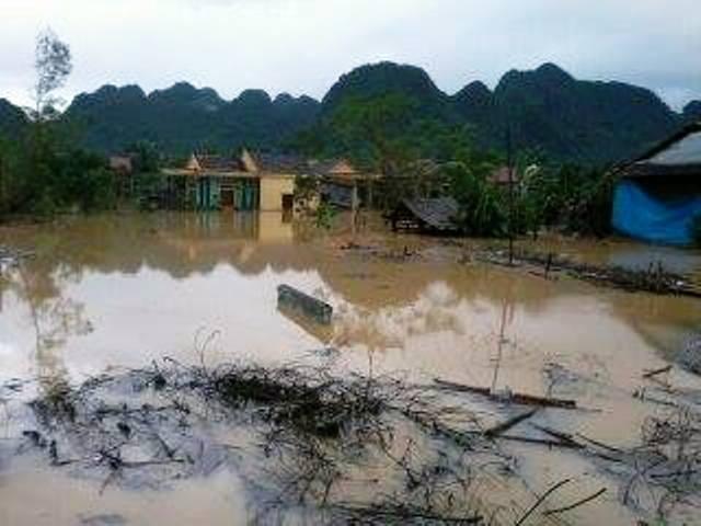 Nước lũ đang nhấn chìm Quảng Bình 7