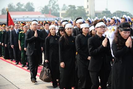 Toàn cảnh đưa tiễn Đại tướng tại sân bay Nội Bài 10