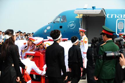 Toàn cảnh đưa tiễn Đại tướng tại sân bay Nội Bài 12