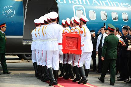 Toàn cảnh đưa tiễn Đại tướng tại sân bay Nội Bài 13