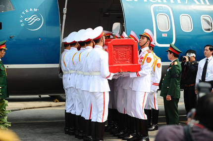 Toàn cảnh đưa tiễn Đại tướng tại sân bay Nội Bài 14