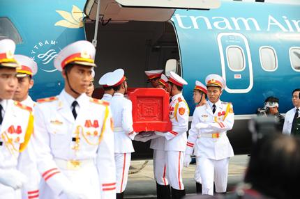 Toàn cảnh đưa tiễn Đại tướng tại sân bay Nội Bài 15