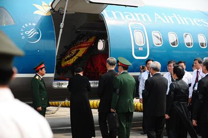 Toàn cảnh đưa tiễn Đại tướng tại sân bay Nội Bài 18