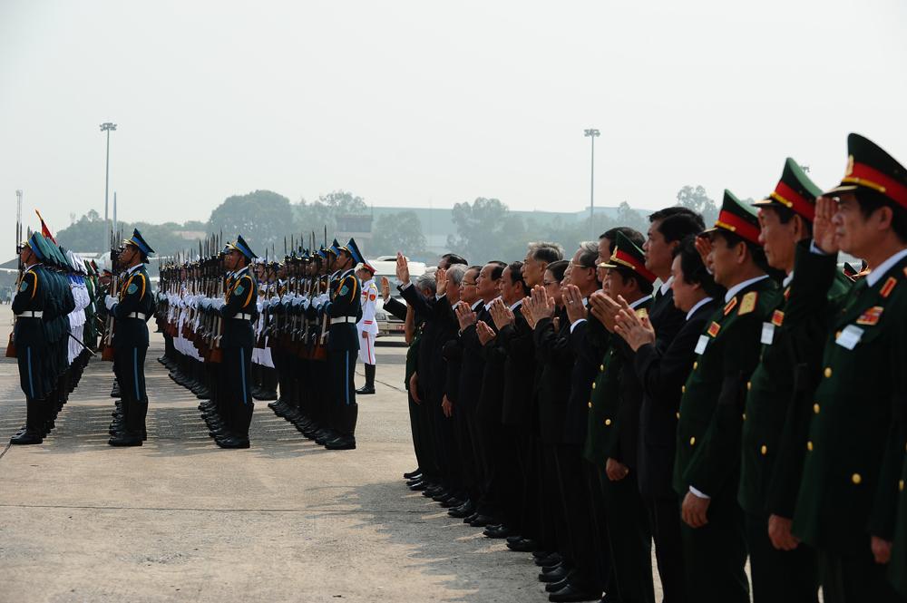 Toàn cảnh đưa tiễn Đại tướng tại sân bay Nội Bài 20