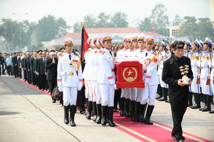 Toàn cảnh đưa tiễn Đại tướng tại sân bay Nội Bài 8