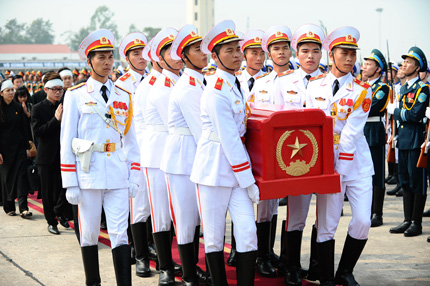 Toàn cảnh đưa tiễn Đại tướng tại sân bay Nội Bài 9