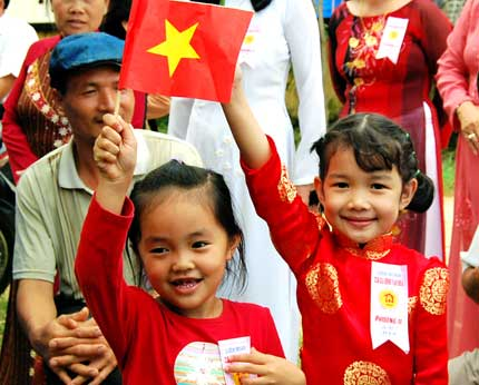 """Đón chào sự kiện """"Dân số Việt Nam đạt 90 triệu người"""" 1"""