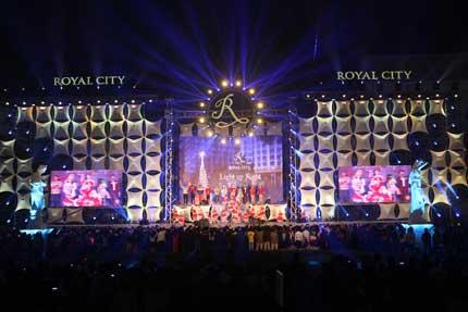 Cây thông kỷ lục Việt Nam có mặt tại Royal City 11