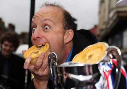 Người đàn ông ăn bánh nhanh nhất thế giới 1