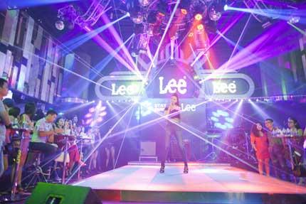 Maya khoe đường cong gợi cảm trong trang phục Jean Lee 3