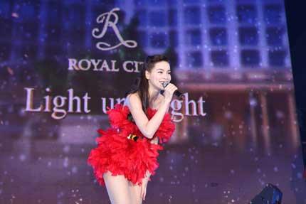 Cây thông kỷ lục Việt Nam có mặt tại Royal City 3