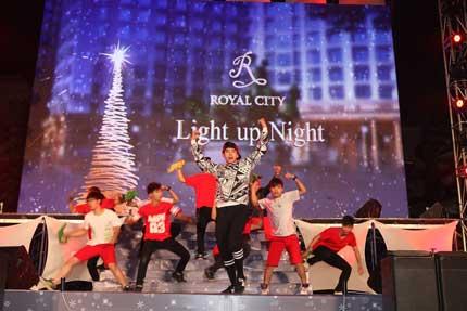 Cây thông kỷ lục Việt Nam có mặt tại Royal City 6