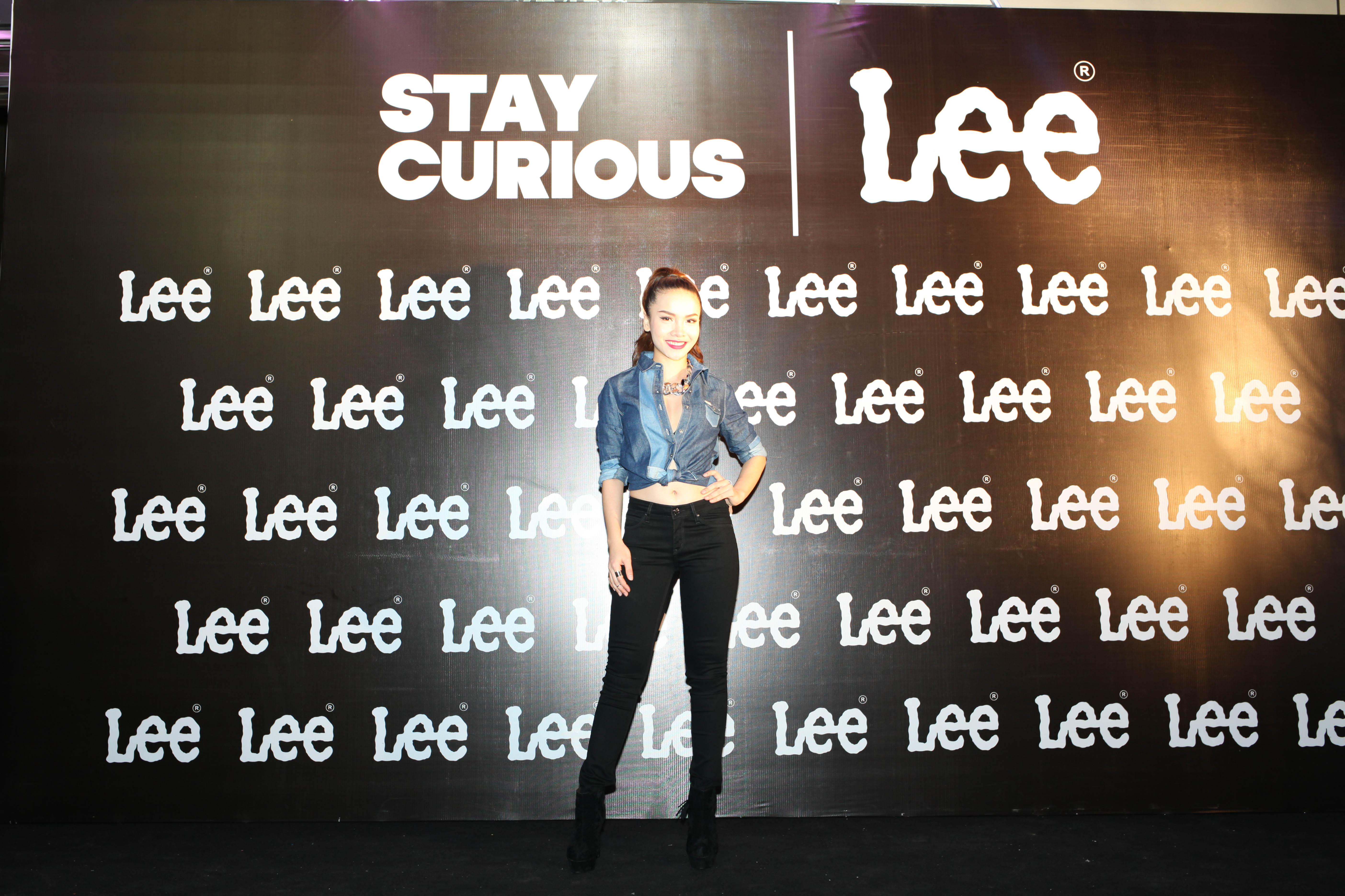 Maya khoe đường cong gợi cảm trong trang phục Jean Lee 2