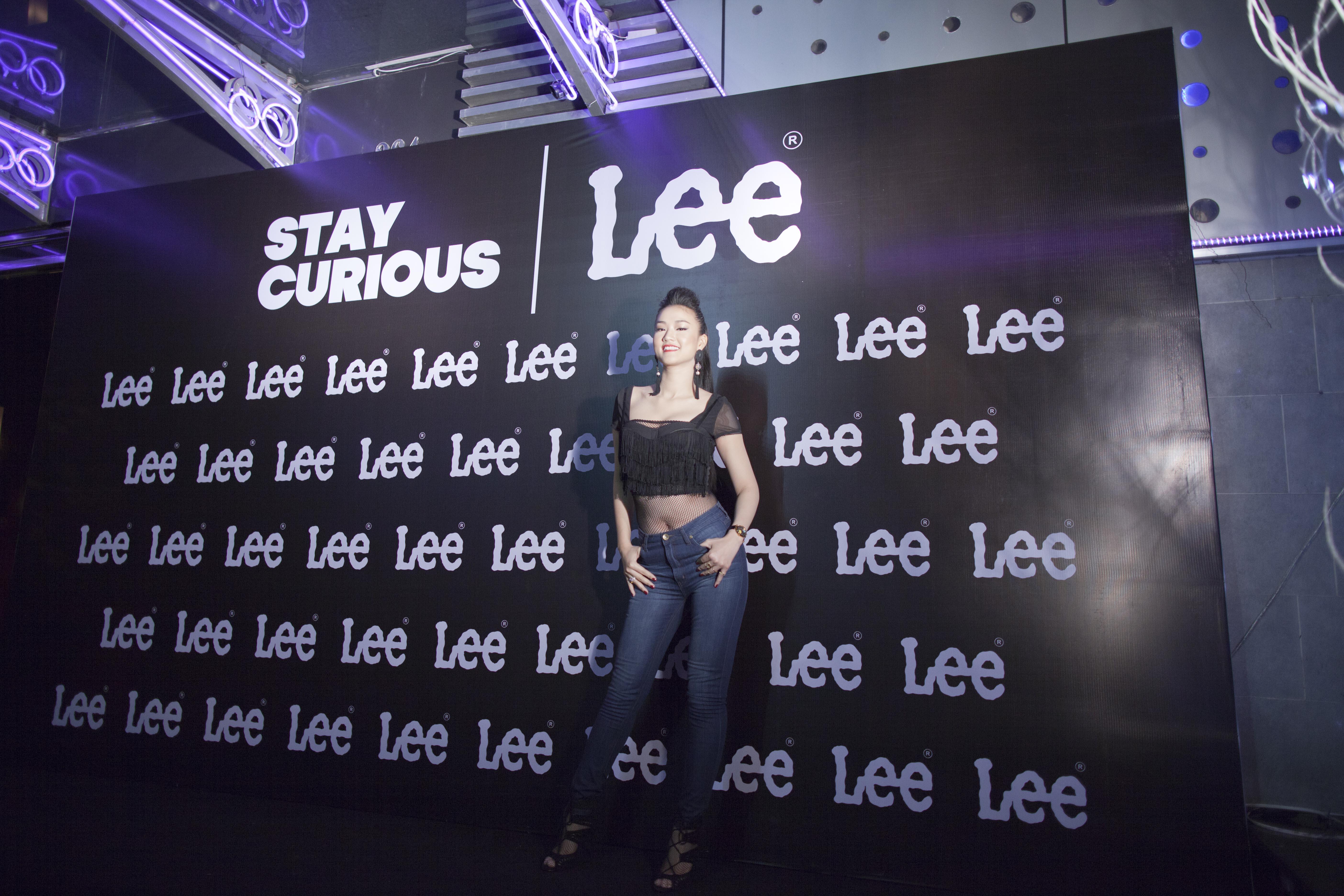 Maya khoe đường cong gợi cảm trong trang phục Jean Lee 1