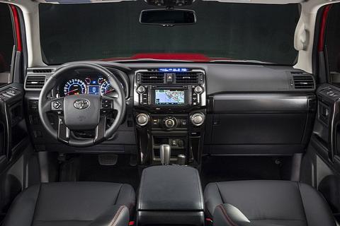 Toyota tung ra mẫu xe việt dã mới với nội thất hiện đại 3