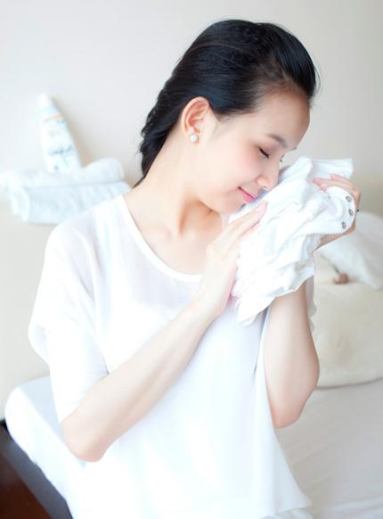 Ngắm trọn bộ ảnh Hoa hậu Thùy Lâm và em bé mới sinh 4