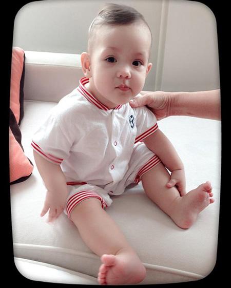 Vẻ đẹp lạ của các em bé con lai nhà sao Việt 2