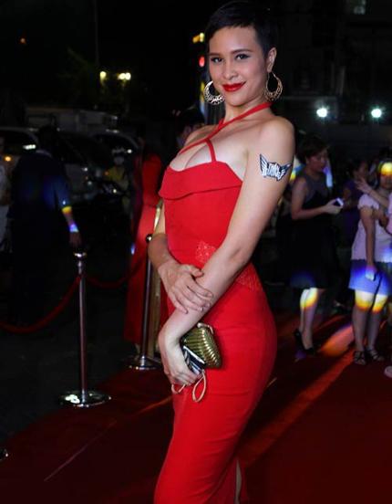 Cuối năm, siêu mẫu Việt tung ảnh nude gây choáng 3