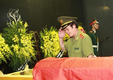 Showbiz tuần qua: Khán giả đau buồn chia ly nhạc sĩ Thuận Yến 4