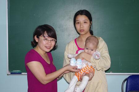 30 triệu đồng đến với bé 5 tháng tuổi bị rụng ngón 2