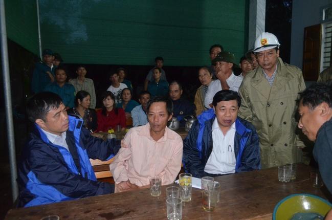 Vụ xe ô tô bị cuốn trôi tại Nghệ An: Vẫn chưa tìm thấy chiếc xe và thi thể các nạn nhân 3