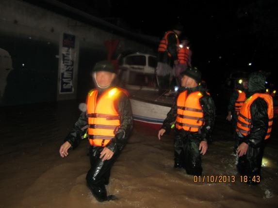 Hàng ngàn người dân Nghệ An đang cầu cứu từ vùng tâm lũ 6