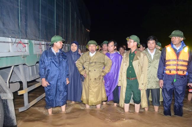 Hàng ngàn người dân Nghệ An đang cầu cứu từ vùng tâm lũ 4