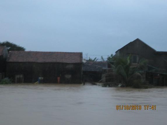 Hàng ngàn người dân Nghệ An đang cầu cứu từ vùng tâm lũ 1