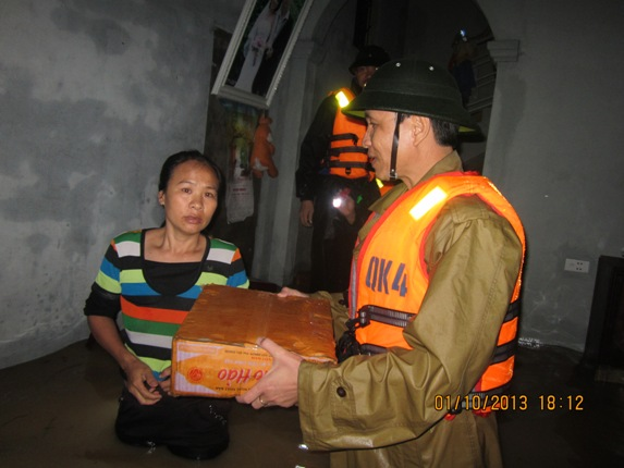 Hàng ngàn người dân Nghệ An đang cầu cứu từ vùng tâm lũ 3