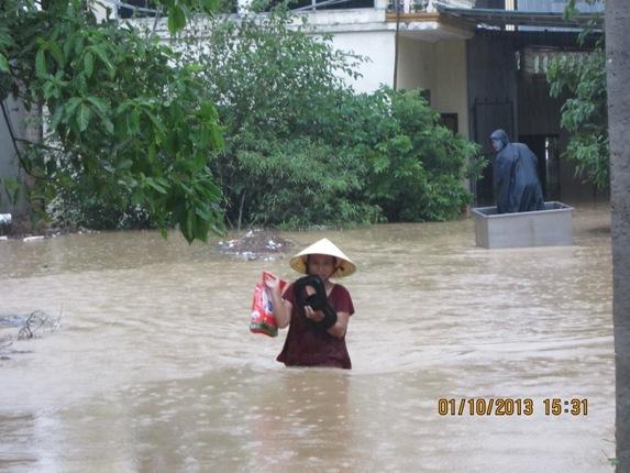 Hàng ngàn người dân Nghệ An đang cầu cứu từ vùng tâm lũ 2