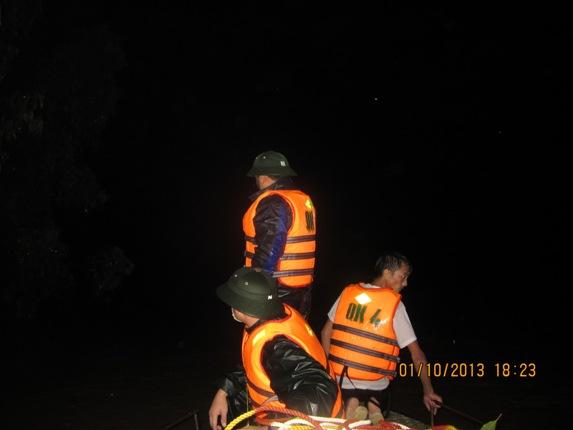 Hàng ngàn người dân Nghệ An đang cầu cứu từ vùng tâm lũ 5