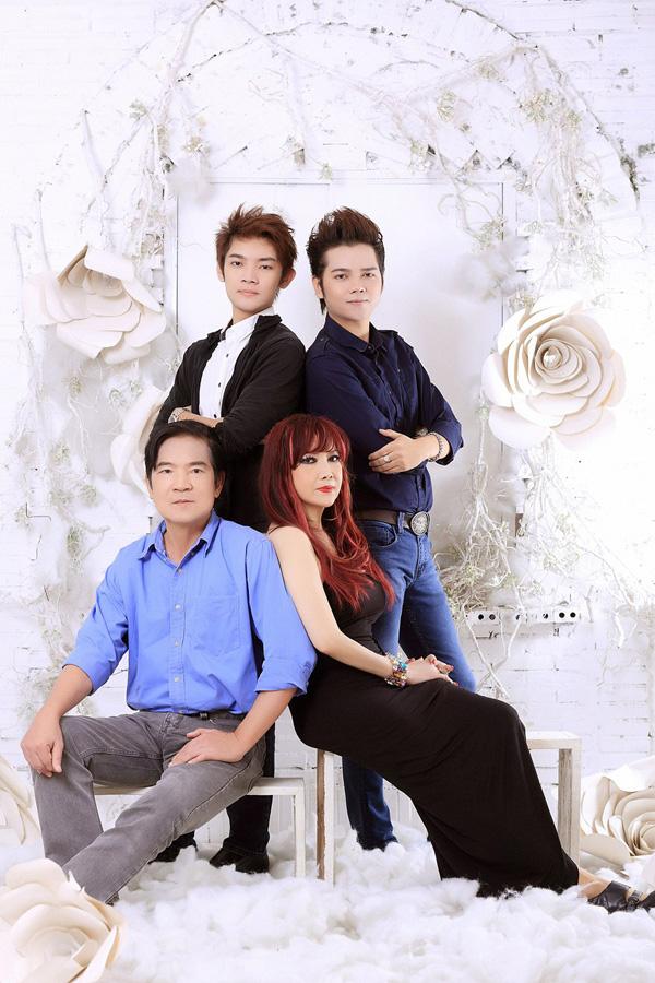 Vợ chồng Quốc Dũng - Bảo Yến cùng hai con trai Khải Ca (phải) và Bảo Châu. Ảnh:DL Duy