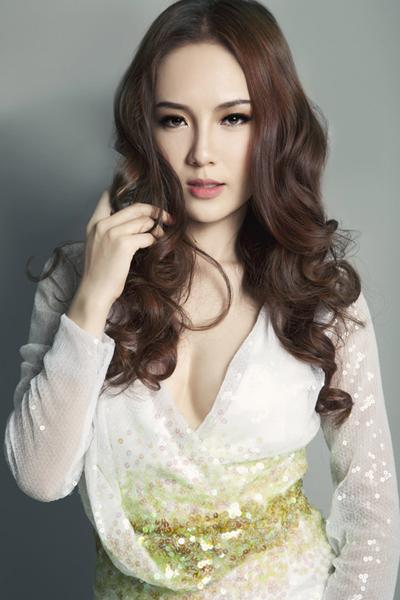 Ca sĩ Phương Linh vừa ra mắt đĩa đơn hát cùng Hà Anh Tuấn - nam ca sĩ có nhiều sản phẩm hát chung với chị suốt 9 năm qua.