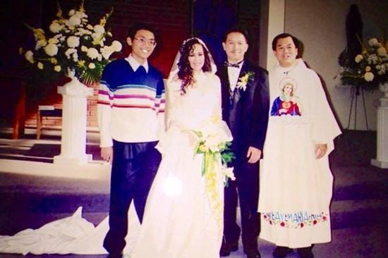 Ca sĩ Ngọc Lan và chồng trong ngày cưới.