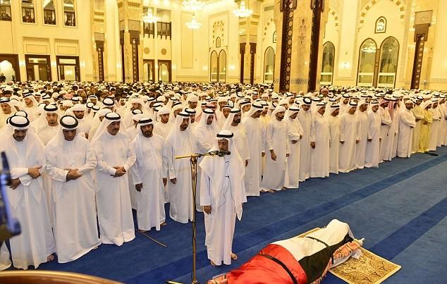Những hình ảnh đầu tiên về đám tang hoàng tử Dubai đẹp trai qua đời tuổi 33