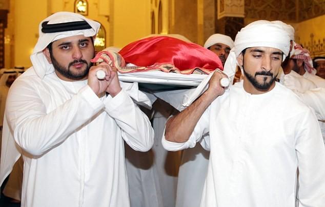 Những hình ảnh đầu tiên về đám tang hoàng tử Dubai đẹp trai qua đời tuổi 33-2