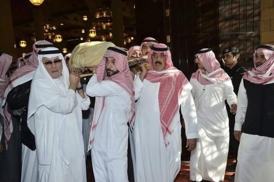 Thi thể Quốc vương Abdullah được mang tới thánh đường Imam Turki Bin Abdullah Grand ở thủ đô Riyadh. Ảnh: Saudi Press Agency