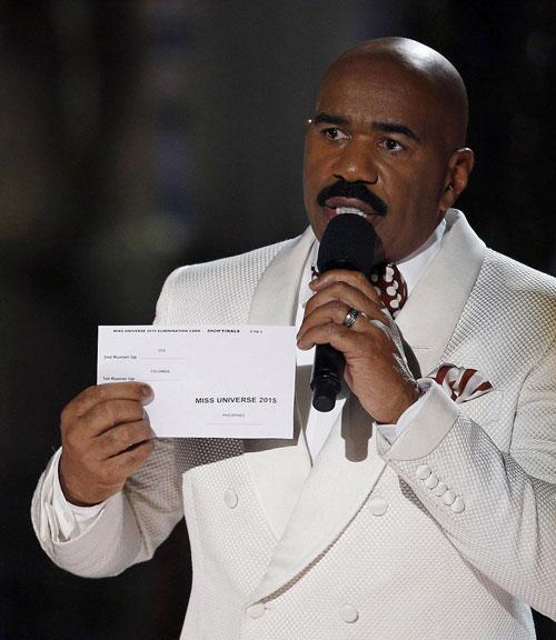 MC công khai lỗi lầm của anh khi chưng ra kết quả Miss Universe 2015.