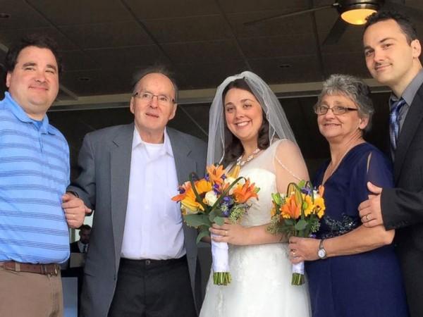 Ảnh chụp gia đình Duquette trong ngày cưới của Heather.