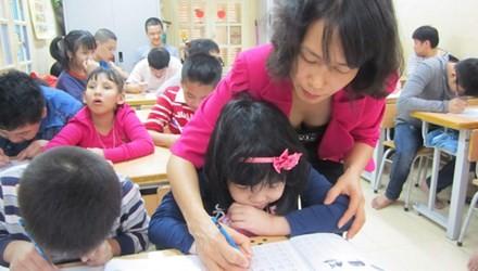 Cô Đặng Thị Bích Thảo kiên trì, tận tụy với học trò. Ảnh: Tiền Phong.