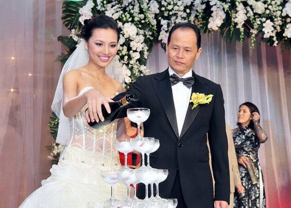 Huỳnh Thanh Tuyền kết hôn khi sự nghiệp đang sáng giá, cô từ chối những cơ hội đi thi quốc tế để yên phận gia đình