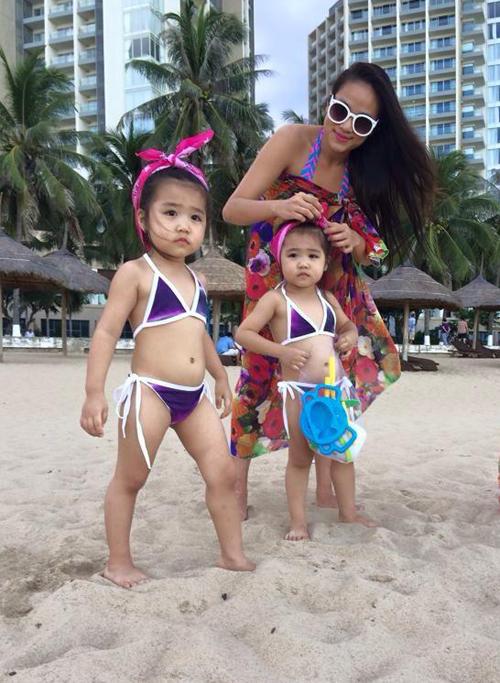 Cô thường đưa 2 con đi du lịch, tận hưởng cuộc sống