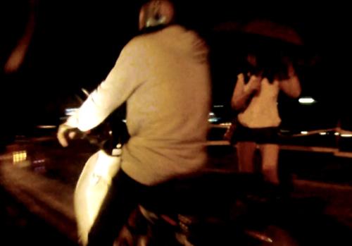 Cuộc ngã giá trên đường tại gần khu vực cầu Sài Gòn.
