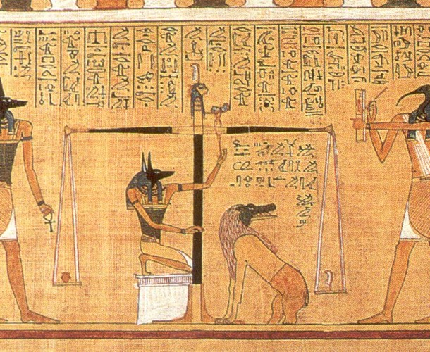 Theo đó, trái tim của người chết sẽ được đặt lên một chiếc cân và cân với chiếc lông vũ của nữ thần Maat. Nếu người đó lương thiện, thật thà thì trái tim sẽ nặng bằng với chiếc lông vũ. Khi đó, linh hồn người quá cố sẽ được bước vào vương quốc của Thần Osiris. Trong trường hợp trái tim nặng hơn chiếc lông vũ thì người đó sẽ bị một con quái vật nuốt chửng và không còn tồn tại linh hồn nữa.